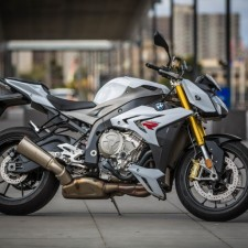 First Look: BMW's 2015 S1000R
